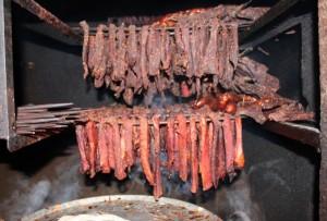 Cách chế biến thịt trâu gác bếp của người Thái đen
